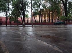 Одесский потоп: улицы превращаются в реки. а перекрестки в озера