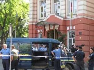 """Одесский университет МВД """"заминировали"""": телефонным террористам грозит 6 лет тюрьмы"""