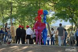 Обновленный Лунный парк в Одессе открыли парадом живых скульптур