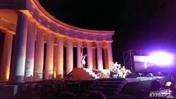 «Белая акация» под небом Одессы: open-air у колоннады над морем (ФОТО)