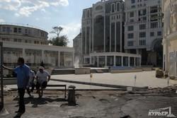 """Черная"" дыра на Греческой площади закрыта (ФОТО)"