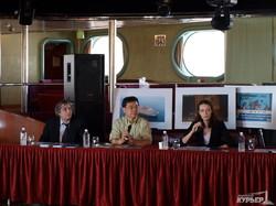 """""""Корабль мира"""" привез в Одессу восемьсот активистов, выступающих против войны"""
