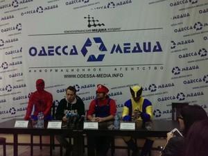 Политические клоуны-«супергерои» решили поучаствовать в выборах в Одессе (ФОТО)