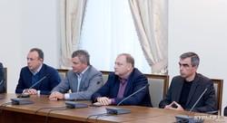 Посиделки у мэра: кандидаты - против раздачи гречки и за фейр-плей
