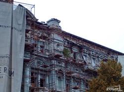 С Дома Руссова сдуло «драпировку» (ФОТО)