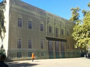 Аварийный дом на Приморском бульваре реконструируют