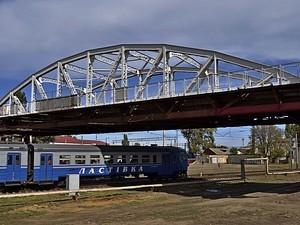 Горбатый мост в Одессе покрасили в белый цвет (ФОТО)