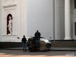 Прямо у входа в одесскую мэрию перевернулся кофемобиль (ФОТО)