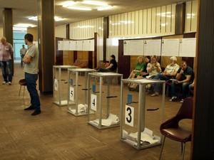 Опрос: в Раду проходят партии Порошенко, Ляшко и Тимошенко.