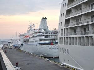 В порту пришвартовались два круизных лайнера