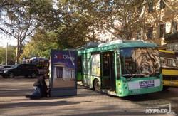 В центре Одессы камикадзе протаранил головой троллейбус (ФОТО)