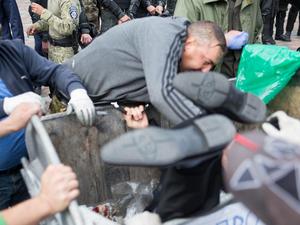 """Барвиненко сбежал от """"мусорных"""" люстраторов"""