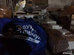 Найден склад с агитацией Матвийчука и детскими площадками (ФОТО)