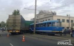 Очередная авария с трамваем на Николаевской дороге (ФОТО)