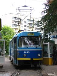 На 6-й Фонтана внутри трамвайного кольца снесут несколько будок (ФОТО)