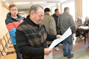 В Киевском районе задержаны студенты, фотографировавшие бюллетени (обновлено, ФОТО)
