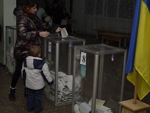 На избирательном участке в Юридической академии лидируют блок Порошенко и Самопомощь