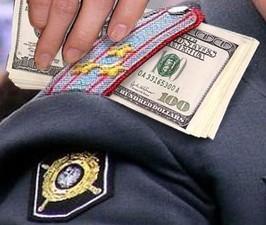 Сотрудник отдела по борьбе с коррупцией попался на взятке