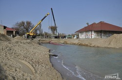 В Лузановке раскопали весь пляж для прокладки трубы в Куяльник (ФОТО)