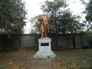 В канун «красного дня календаря» в Одессе обезглавили Ленина и украли Жукова