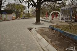 На Суворовской аллее парка Шевченко рисуют велодорожку (ФОТО)