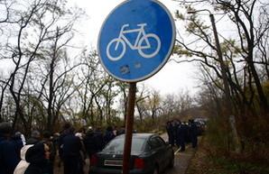 Одесская Трасса Здоровья стала парковкой для машин милиционеров (ФОТО)