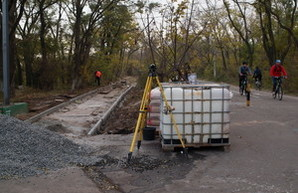Работы на Трассе Здоровья одесская мэрия преподносит как восстановление пешеходной дорожки