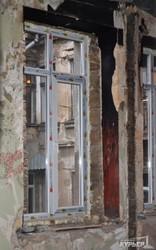 Городские власти ремонтируют сгоревший флигель на Базарной (ФОТО)