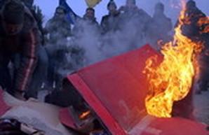 """""""Ланжероновское чаепитие"""" в Одессе: флешмоб, чай и сожжение """"машины мажора"""" на строящейся парковке рядом с пляжем (ФОТОРЕПОРТАЖ)"""