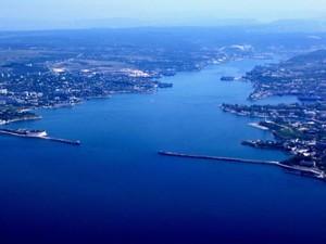 Евросоюз не соблюдает международное право и разрешает судам заходить в порты оккупированного Крыма