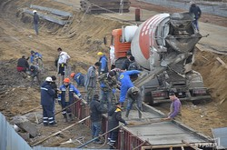В одесской Аркадии строители аквапарка снесли офис коммунального предприятия (ФОТО)