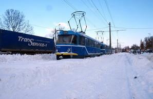 На Балковской выстроилась шеренга застрявших трамваев (ФОТО)