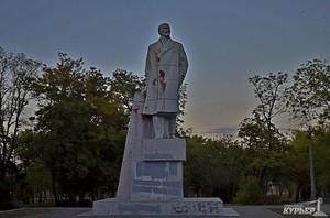 Министр культуры разрешил одесситам сносить памятники Ленину