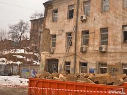 В одесских трущобах Деволановского спуска рушится крыша старого дома (ФОТОРЕПОРТАЖ)