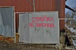 Стройплощадка в Аркадии осталась без забора (ФОТОРЕПОРТАЖ)