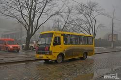 По Французскому бульвару грузовики ездят чаще, чем маршрутки взамен трамвая (ФОТО)