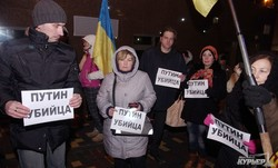 """На выходных одесситы почтили память погибших в Мариуполе и """"похоронили"""" Путина (ФОТО)"""