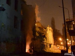 Обрушившийся дом еще и загорелся (ФОТО)