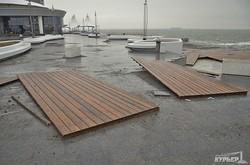 Последствия шторма на набережной Ланжерона (ФОТО)