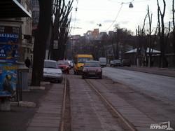 Трамвайные пути на Французском бульваре превращаются в автостоянку (ФОТО)