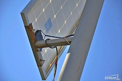 В Одессе появился первый уличный фонарь на солнечной батарее (ФОТОФАКТ)