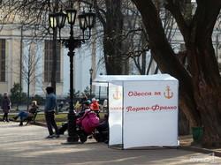 """Одесские """"правосеки"""" и """"портофранковцы"""" - напротив друг друга на Соборной площади (ФОТОФАКТ)"""