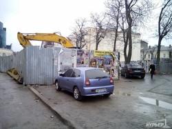 Строители въезда в паркинг на Греческой повредили водопровод (ФОТО)