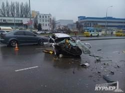 "Пятница, 13-е: в Одессе автомобиль ""Мазда"" врезался в маршрутку (ФОТО)"