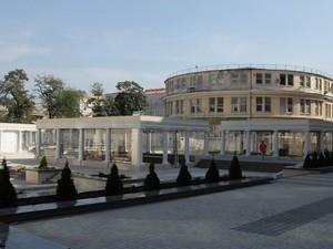 Сделать одесскую Греческую площадь полностью пешеходной не получилось