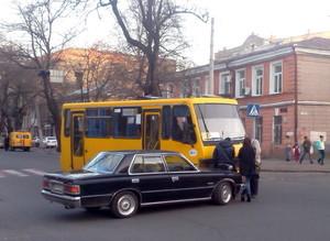 Авария в Одессе: легковушка не пропустила маршрутку