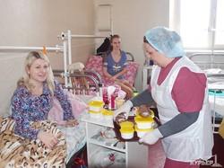 Во всех больницах Одессы пациентов таки начали кормить (ФОТО)