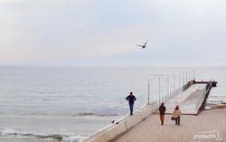 Море сквозь сетку для одесситов в Аркадии (ФОТОРЕПОРТАЖ)