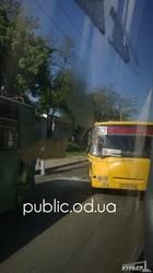 Одесские маршрутчики таранят троллейбусы (ФОТО)