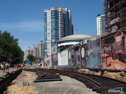 На стройке трамвайного кольца около Аркадии уже укладывают рельсы (ФОТОРЕПОРТАЖ)
